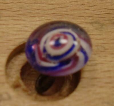 """WOW 5/16"""" High Detailed Glass Antique Button 41:31"""