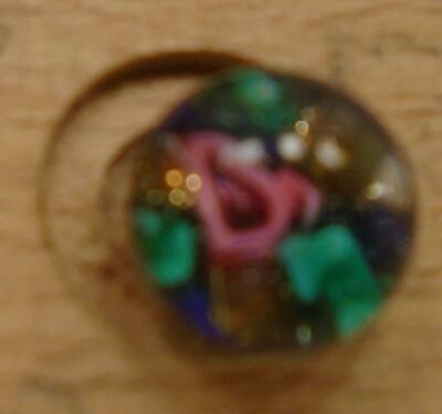 """WOW 3/8"""" High Detailed Glass Antique Button 41:32"""