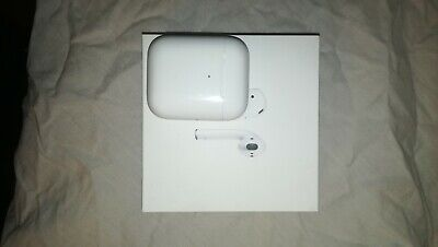 Apple AirPods 2nd Generation Wireless Charging Case - White - Used Lightly