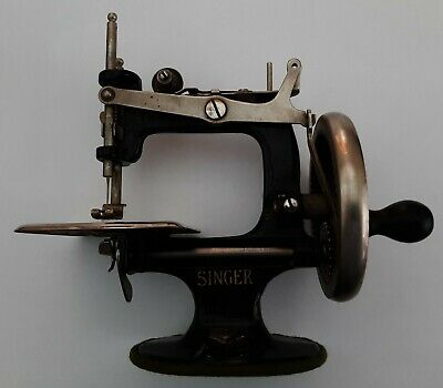 Collectible Antique Vintage Singer 20, Toy, Small Child Sewing Machine