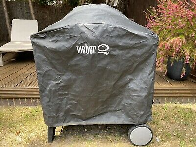 Weber Q320 - Gas BBQ - with regulator, and cast iron griddle,plus cover