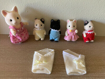 Calico Critters Sylvanian Cats Girl & 4 Baby's