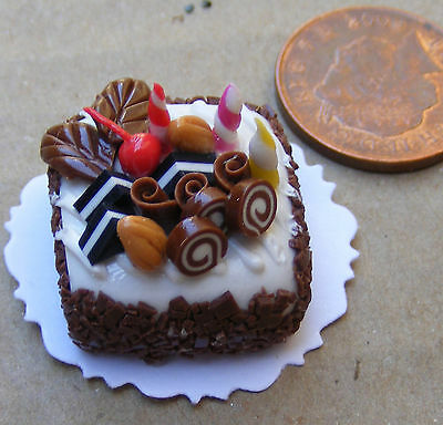 1:12 Scale Cake With Chocolate Icing Tumdee Dolls House Miniature Bakery NC74