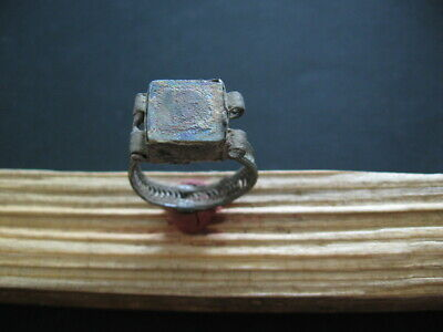 ANCIENT CELTIC BILLON SILVER FINGER RING WITH IRIDESCENT GLASS STONE 1-2 ct A.D