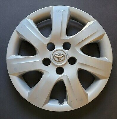 One Wheel Cover Hubcap 2010-2011 Toyota Camry Silver OEM # 61155 Used