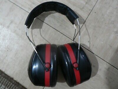Peltor ear defenders - VGC. Red & Black