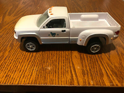 Breyer Stablemates Dually Pick Up Truck