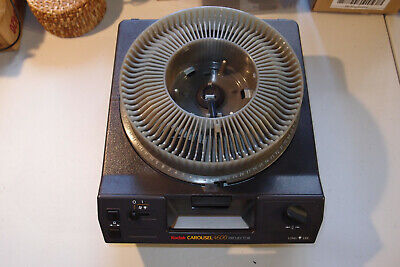 Kodak Carousel 4600 35mm Slide Projector with tray and remote