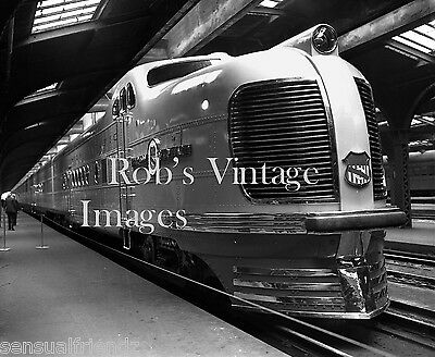 Union Pacific & Chicago North Western photo City train 1930's CNW UP Streamliner