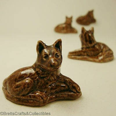 WADE Whimsies - Tom Smith & Co Ltd - 1990/91 - World of Dogs - Brown Alsatian