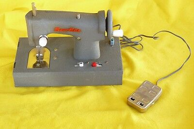 SEW-ETTE VINTAGE SEWING MACHINE BATTERY OPERATED 1950s-1960s TOY JAPAN
