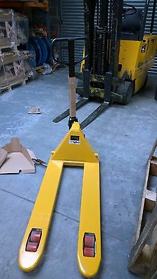 New 2500kg 2.5 ton Pallet Truck  Vat Included .Collection Only.Vat Inc.