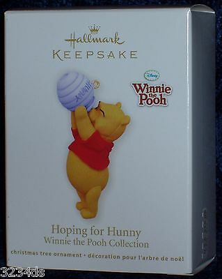NEW & Mint 2011 Hallmark HOPING FOR HUNNY Disney's Winnie the Pooh Ornament