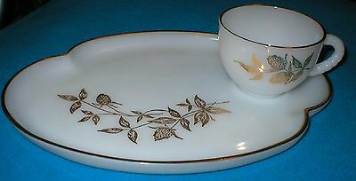 "FEDERAL GLASS COMPANY FEG44 ""CLOVER LEAF GOLD TRIM"" SNACK SET (4 PLATES & CUPS)"