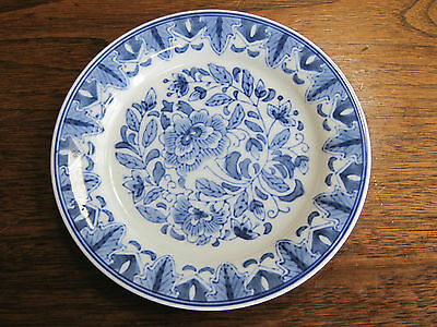 """ANTIQUE ARTISTICALLY HANDPAINTED 7 1/8"""" BLUE-WHITE FLORAL & BERRY DECORATED DISH"""