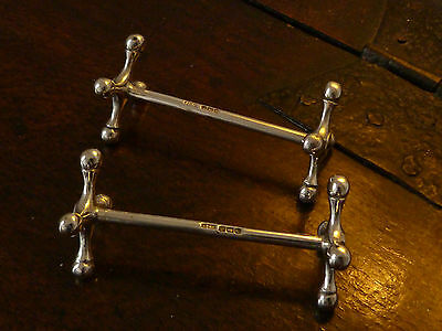 PAIR OF HEAVY QUALITY HALLMARKED SOLID SILVER KNIFE RESTS - 1919 - 83.5g