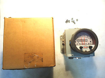 NEW IN BOX DWYER 3010-LT-HH PHOTOHELIC PRESSURE GAGE ENCLOSURED