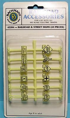 Ho Gauge-Bachmann-42204-Railroad Accessories-24 Pc. Railroad And Street Sign Set