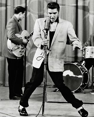ELVIS PRESLEY MUSIC AND FILM ICON AA-925 8X10 CLASSIC PUBLICITY PHOTO