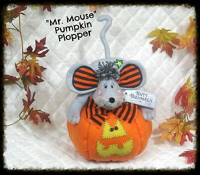 ~PRIMITIVE Raggedy~Halloween Mouse on Pumpkin~PATTERN #474~Ginger Creek Crossing