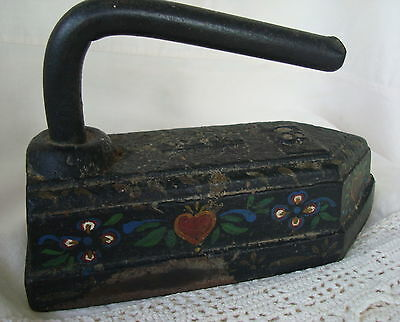OLD Early Rare C.M.Co. Black Forged Cast 18# Sad Iron Tole Folk Art Red Hearts