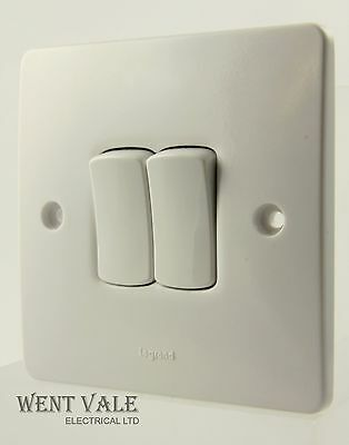 Legrand Synergy - 7300 02 - 10a 2 Gang 2 Way Plateswitch New