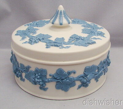 Wedgwood Queensware LAVENDER ON CREAM Candy Box with Spike Lid RARE