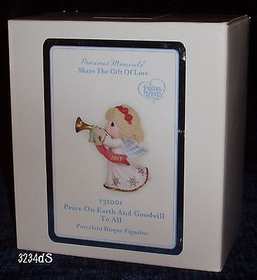 """2013 Precious Moments #131001 """"Peace On Earth and Goodwill To All"""" Figurine"""