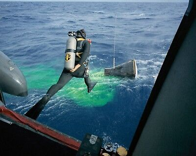 Navy Frogman Leaps In Water To Assist With Gemini 12 Rescue  8X10 Photo (Aa-405)