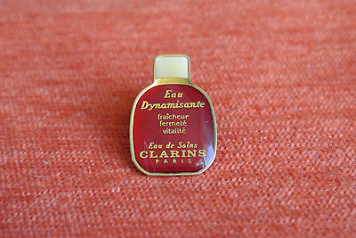 06707 Pins Pin's Cosmetique Cosmetic Clarins Eau De Soins Dynamisante
