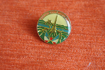 06858 Pin's Pins Fromage Camembert Normand French Cheese Paris Tour Eiffel
