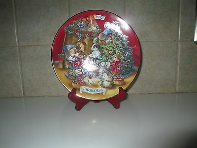 "Vtg Avon  1992 Porcelain China Xmas Plate ""sharing Christmas With Friends"" 22K"