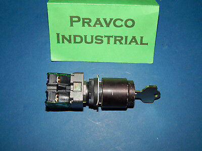 Allen Bradley 2 Position Keyed Selector Switch With (2) 800E-2X10 Contact Blocks