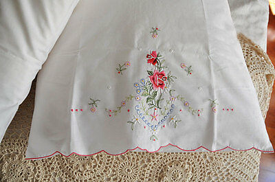 Pair of Vintage Style Shabby Rose Embroidery Cutwork Pillowcase A