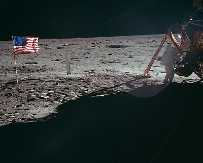 Neil Armstrong Works Apollo 11 Astronaut At Lunar Module - 8X10 Photo (Aa-769)
