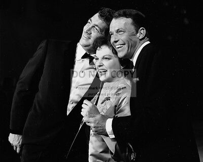 STILL FROM 'JUDY GARLAND SHOW' SPECIAL WITH SINATRA MARTIN - 8X10 PHOTO (AA-900)