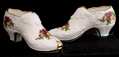 ROYAL ALBERT OLD COUNTRY ROSES TWO 2 SHOE SLIPPER SHAPED TRINKETS