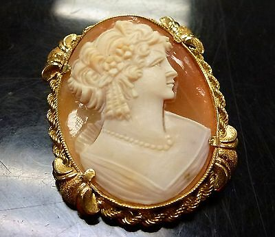 Vintage Italian 18K yellow gold hand carved Cameo Pendant/Brooch 11.4 gr tw