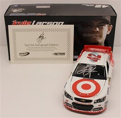 NEW 2014 ACTION  KYLE LARSON # 42 TARGET NIGHT AUTOGRAPHED SIGNED 1/24 DIECAST