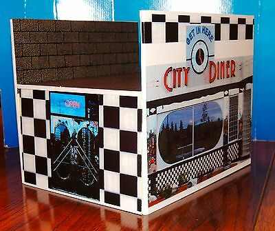50' STYLE CUSTOM BUILD DINER WITH FIGURES/BENCHES 1:24 Scale DIORAMA