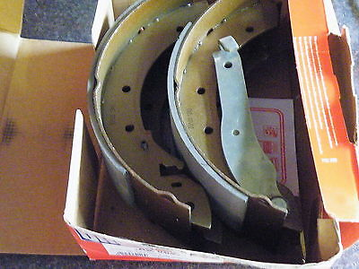 BS862 New Rear Quinton Hazell Brake Shoes Peugeot 504 505 1981 on