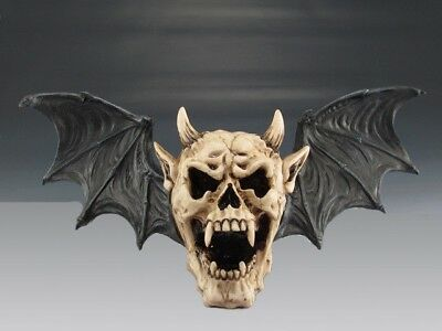 Skeleton Head Horned Vampire Demon Skull Wall Plaque Statue Halloween Figurine