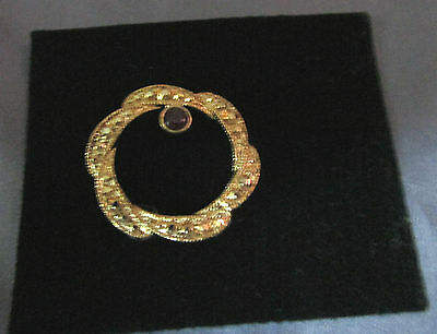 Small Ornate Accent Round Gold Tone  With Black Stone Pin