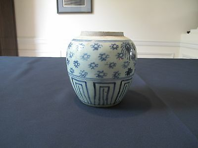 Fine Chinese Qing Dynasty Blue & White Temple Porcelain Jar with Spiders