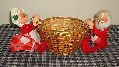 1971 Annlaee Mobilitee Santa and Mrs. Claus Holding a Basket Made in USA