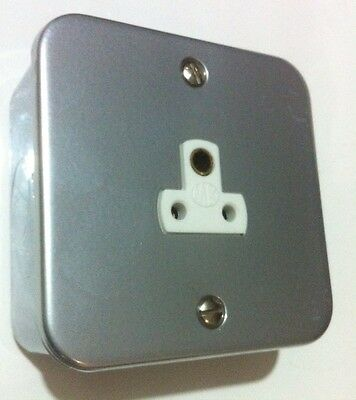 MK 2 amp 1 Gang switched Metal Clad Socket With Back Box 1874ALM