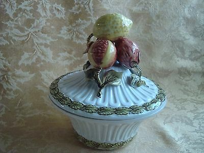 VINTAGE CAPODIMONTE: SOUP TUREEN WITH FRUIT BOWLS COVER