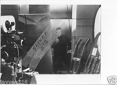 ROGER MOORE JAMES BOND 007 FOR YOUR EYES ONLY #11 BW VINTAGE ORIG CONTACT PHOTO