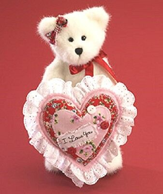 BOYDS VALENTINE BEAR - I LOVE YOU - KISSY LUVINGTON w/Large HEART PILLOW  NEW/10
