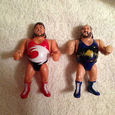 2 Wrestling  HASBRO Figuren Supertstars Natural Disasters Earthquake & Typhoon